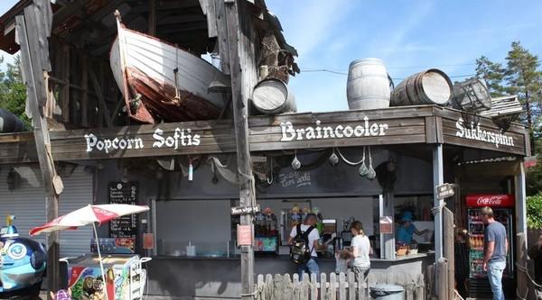 Bildet viser en kiosk i dyreparken i Kristiansand.